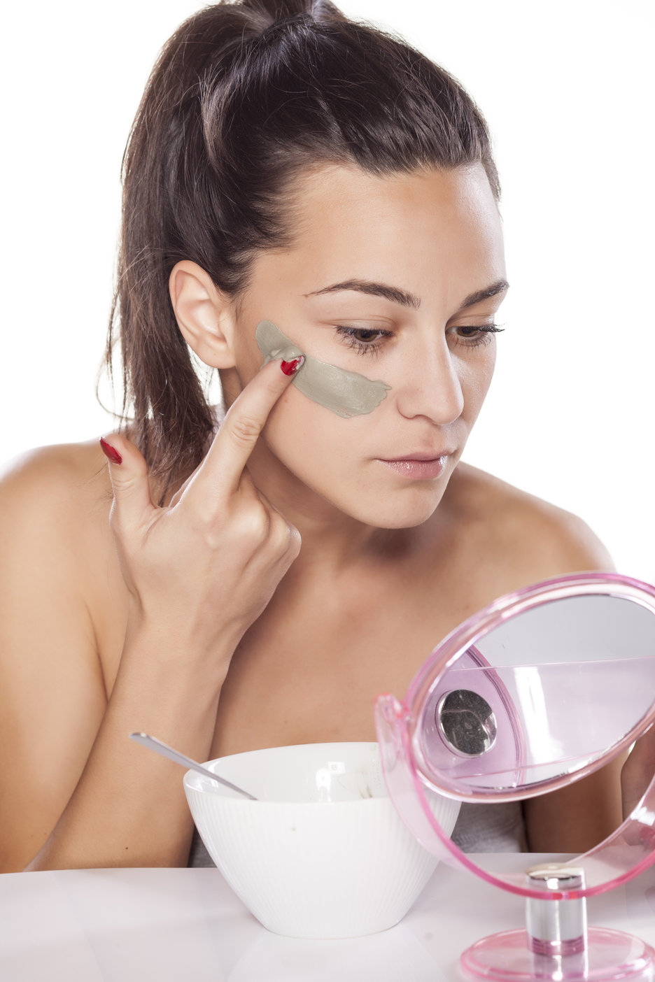 woman using DYI skincare product