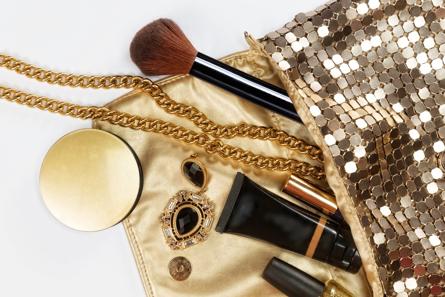 purse with beauty items