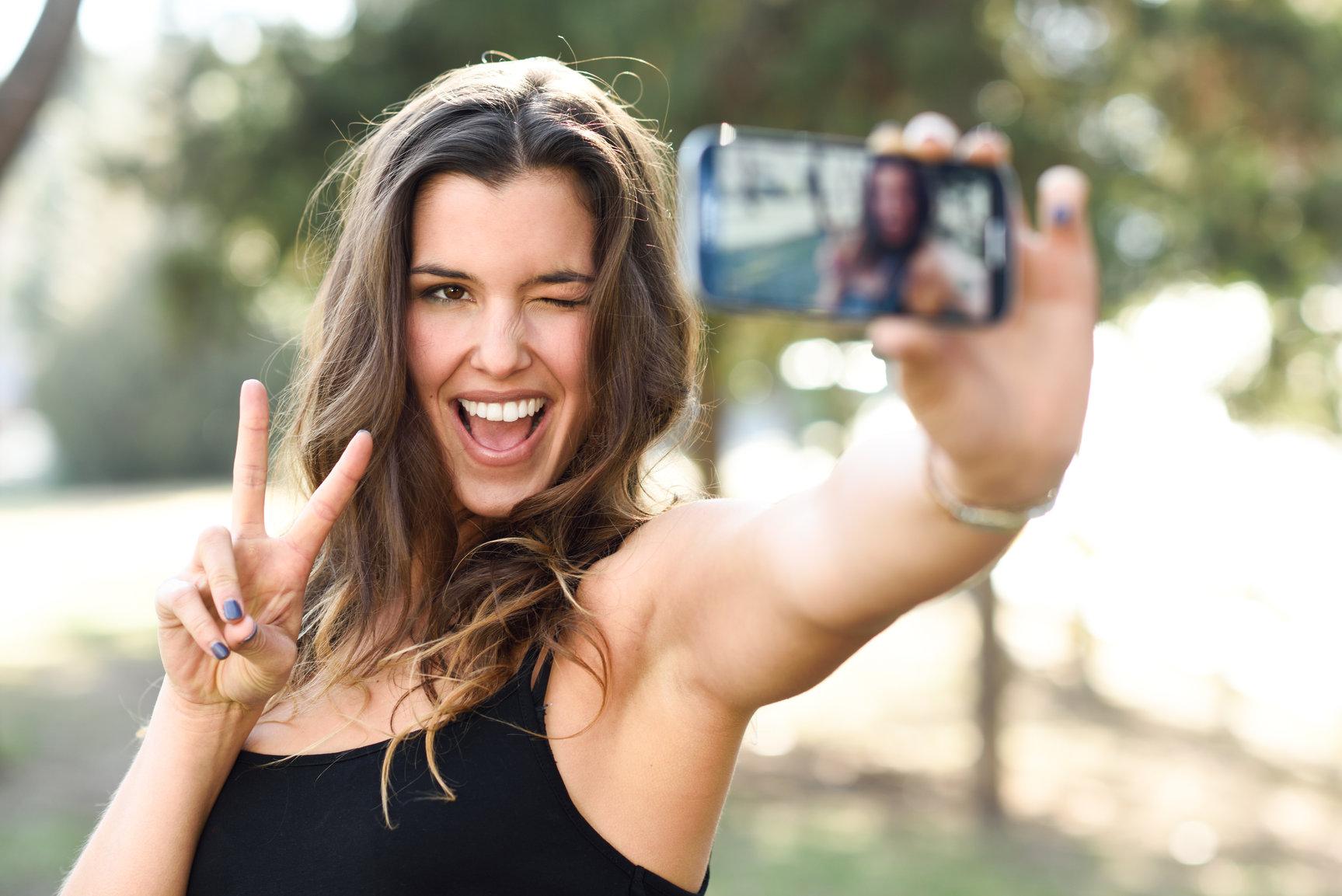 social media and its harm on self esteem
